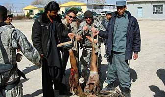 4793554e3bf29 82nd Airborne troops pose with body parts of Afghan insurgents – Eideard