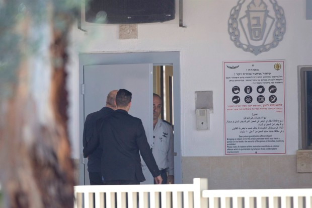 Olmert enters prison